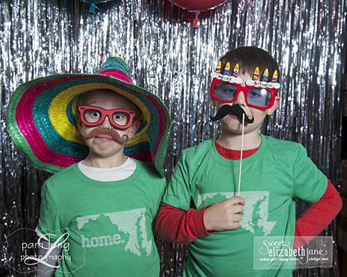 Cute photobooth pictures Howard County photographer