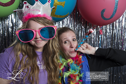 photobooth fun on Main Street Ellicott City photographer